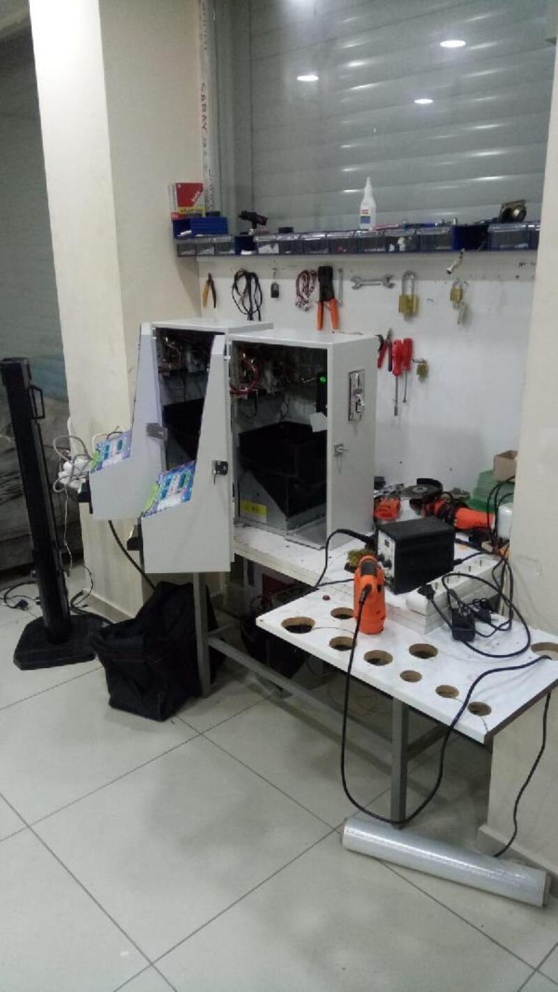 Polise kumar makinesi satarken yakalandı