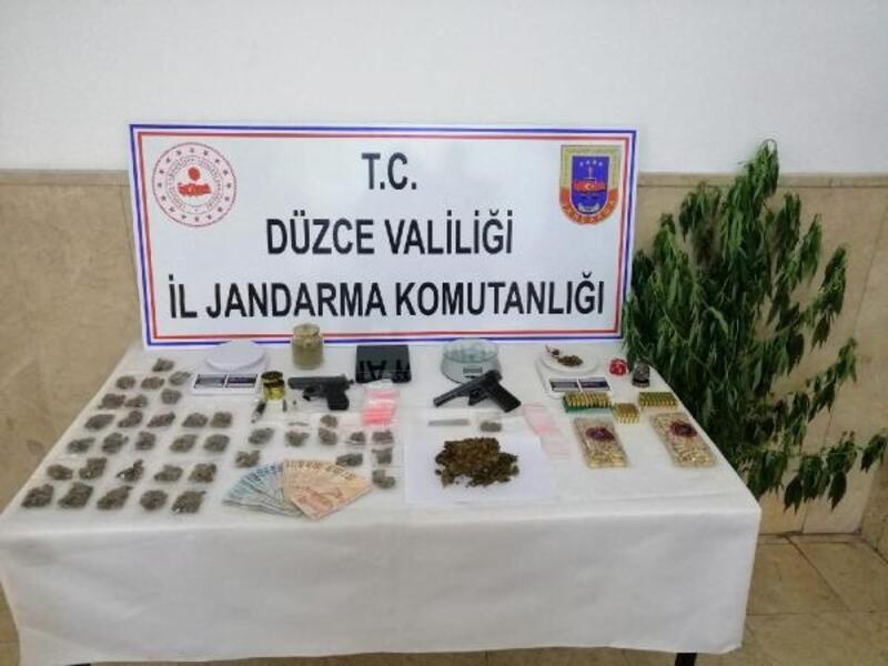 Düzce'de uyuşturucu ticaretine 8 gözaltı
