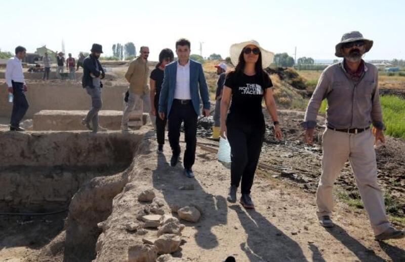 Van Kalesi'nde Urartu tarihine ışık tutucak çalışmalar sürüyor