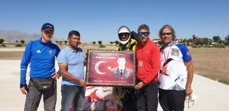 Hasan Dağı'ndan uçup, Halisdemir'in kabrini ziyaret ettiler