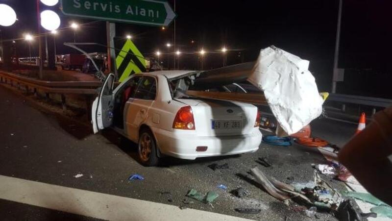 Bariyerlere çarpan otomobildeki aynı aileden 3 kişi öldü, 2 kişi yaralandı