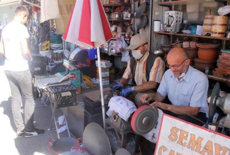 Karaman'da bıçak bileme ustaları yoğun mesaiye başladı