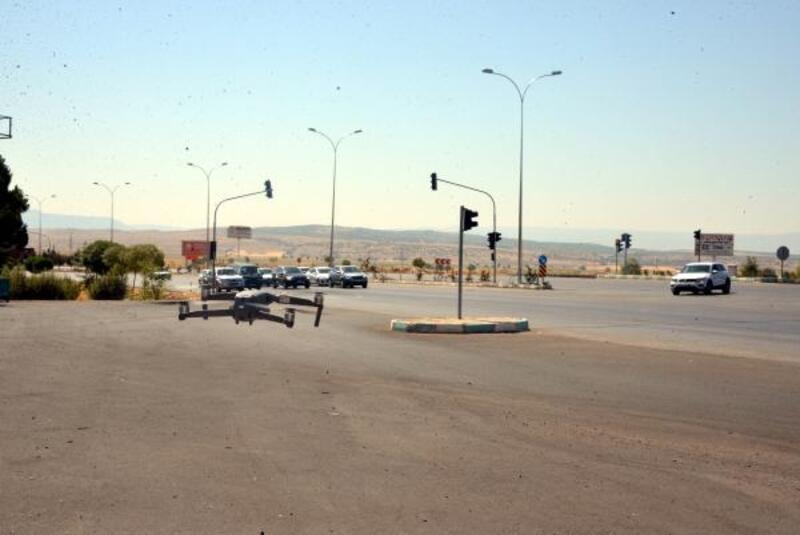 Kırmızı ışıkta geçenler drone ile yakalandı