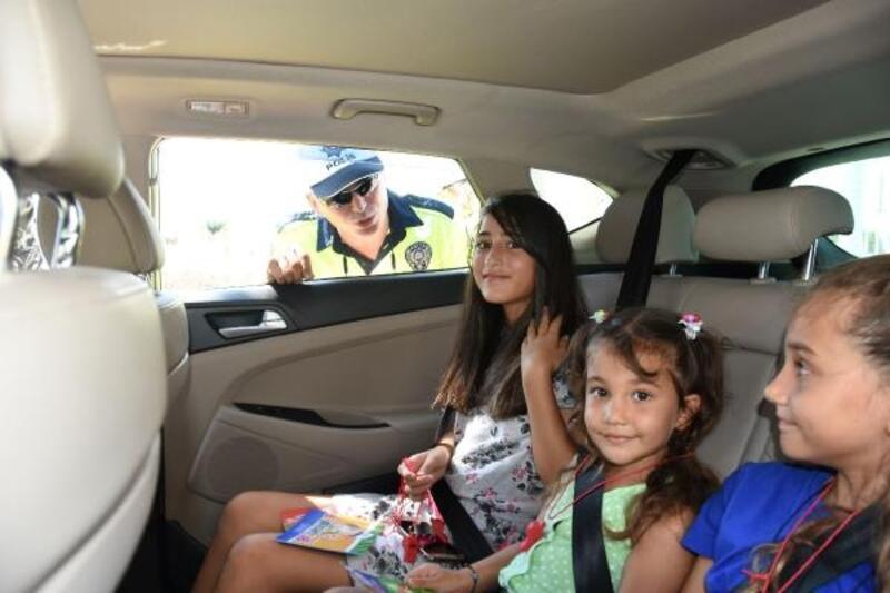 Trafikte kemerin önemi çocuklara anlatıldı
