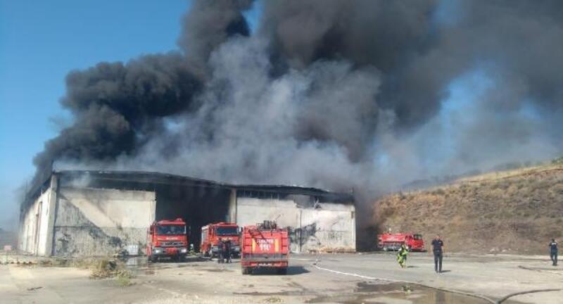 Kula'da katı atık bertaraf tesisindeki yangın ormana sıçradı