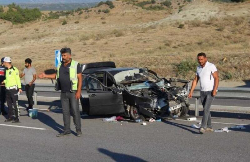 Kastamonu'da otomobil TIR'a çarptı: 6 yaralı