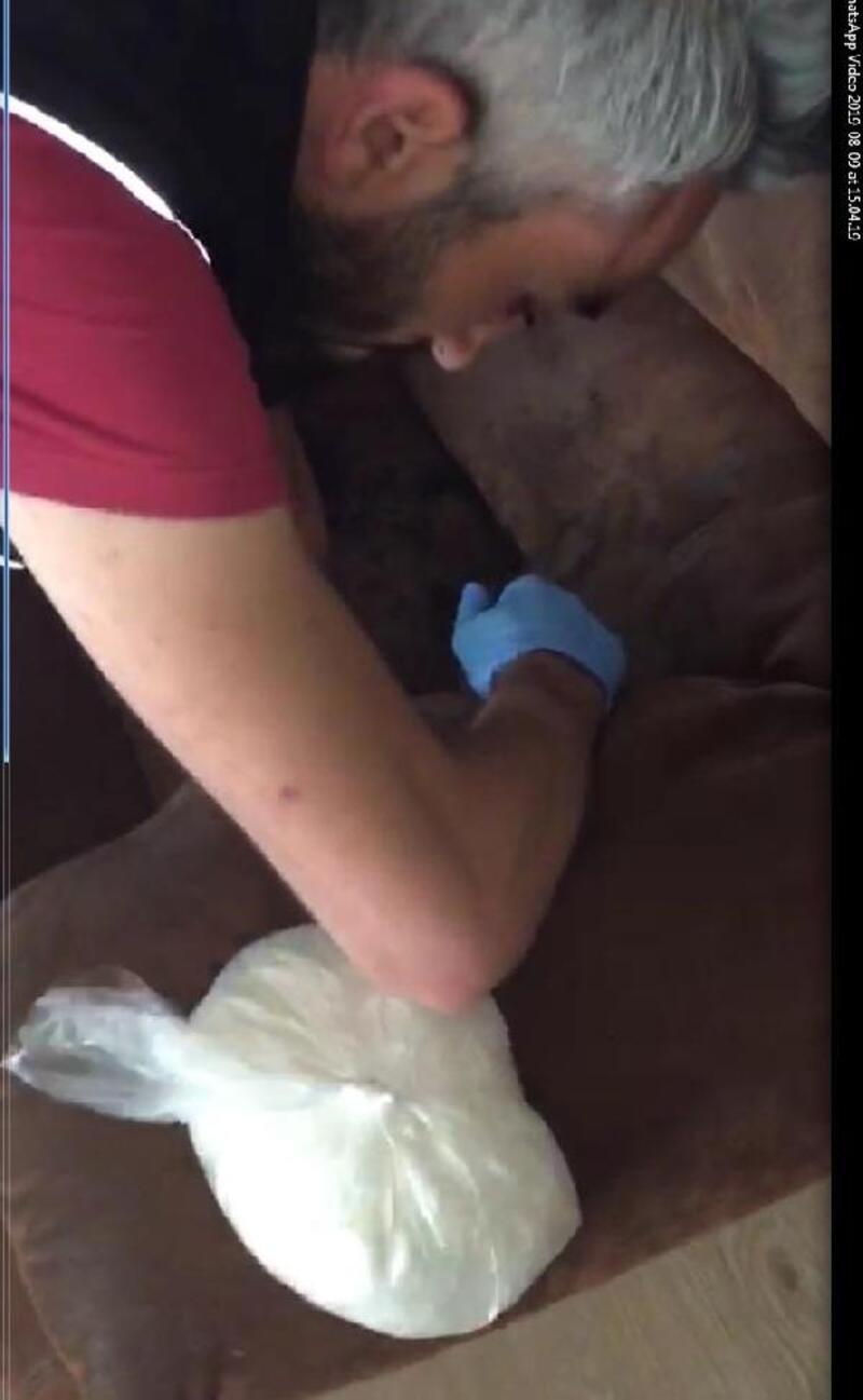 Villada koltukların içinde 2 milyon liralık uyuşturucu bulundu