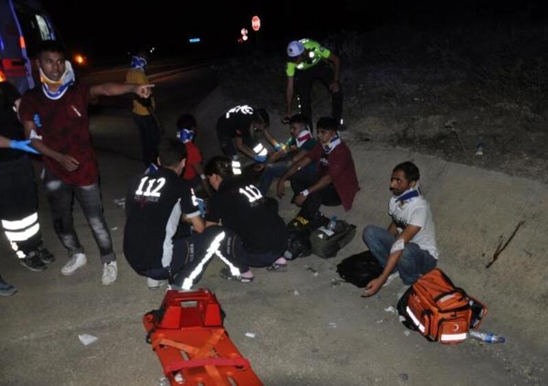 Edirne'de kaçak göçmenleri taşıyan hafif ticari araç kaza yaptı: 10 yaralı