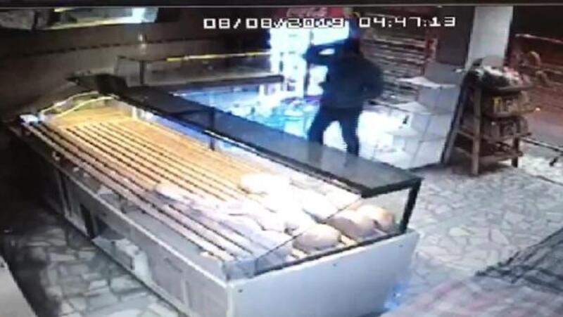 Arnavutköy'de fırındaki hırsızlık kamerada