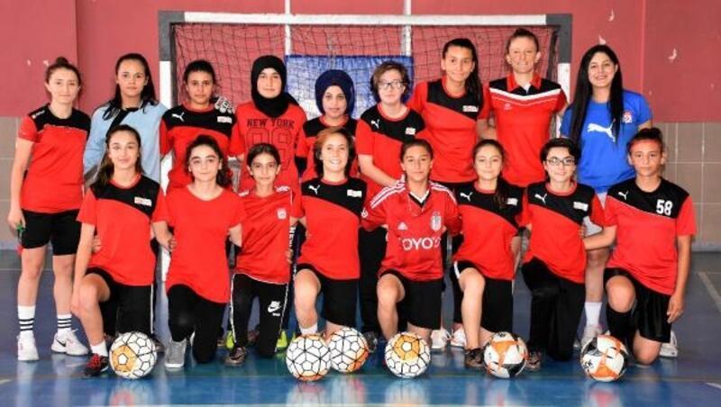 Kadın futbol takımının kamp hayali, çekilişle gerçek oldu