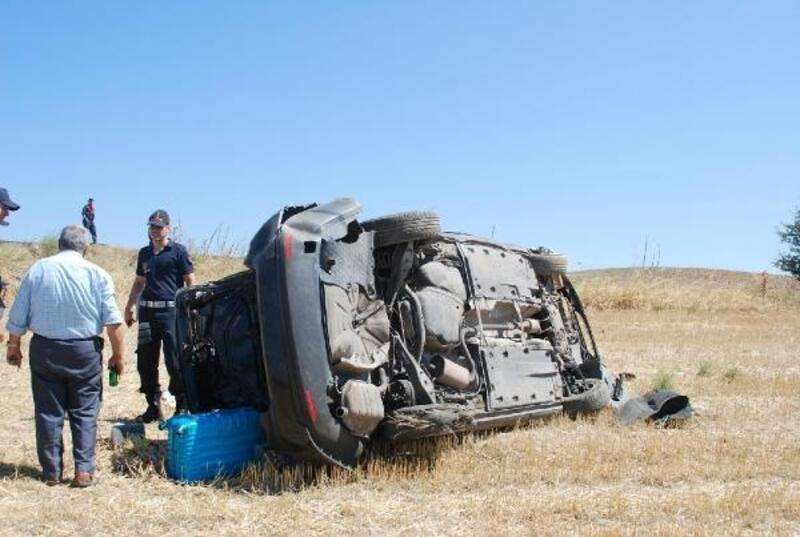 Lastiği patlayan otomobil takla attı: 1'i çocuk 4 yaralı