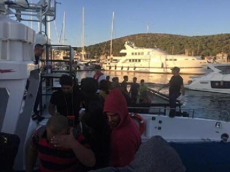 Foça ve Çeşme'de toplam 93 kaçak göçmen yakalandı