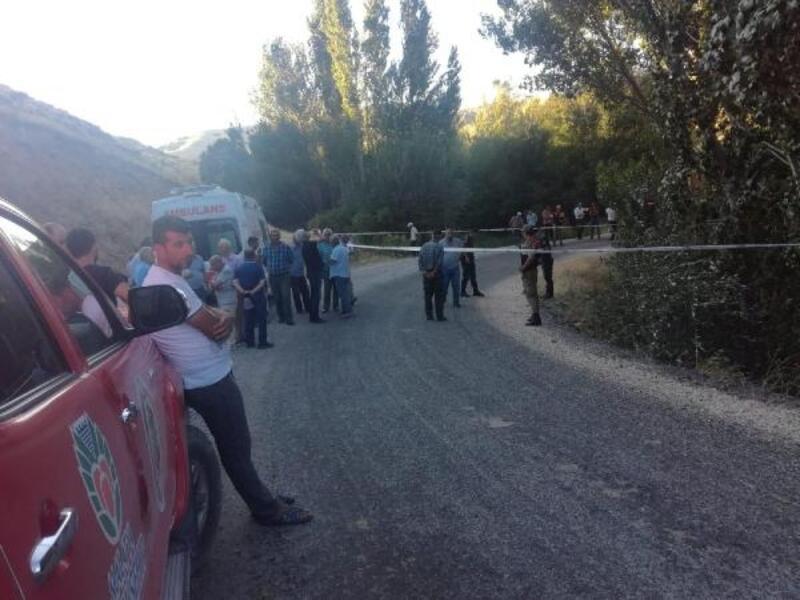 Şarampole devrilen traktörün altında kalan çiftçi öldü