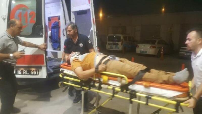 Otomobil yayaların arasına daldı: 2 yaralı