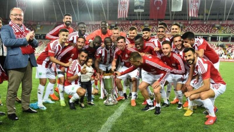 Demir Grup Sivasspor, kupasını aldı
