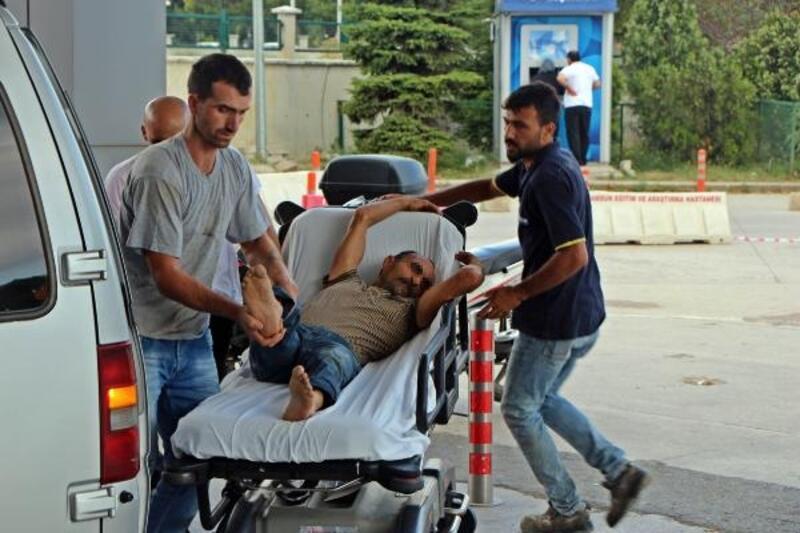 Samsun'da acemi kasaplar kendilerini yaraladı