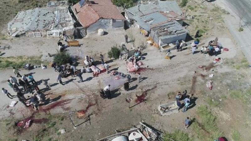 Ankara'da kurbanlar yine açık alanlarda kesildi
