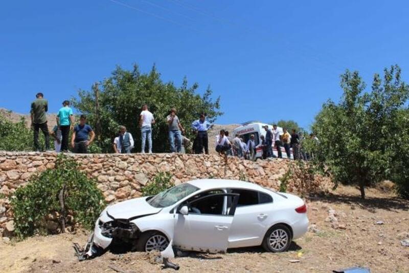 Bayramlaşmaya giderken kaza yaptılar: 4 yaralı