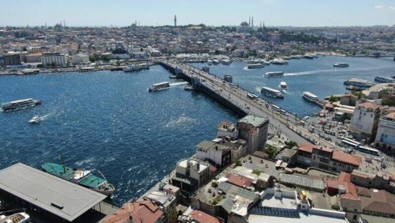 İstanbul'da meydanlar turistlere kaldı