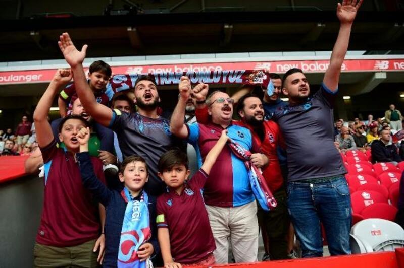 Trabzonspor taraftarları Yusuf Yazıcı'yı ilk maçında yalnız bırakmadı