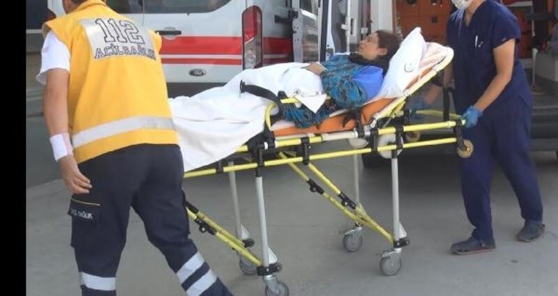 Ebe, ambulansta doğan bebeği bir an olsun bırakmadı