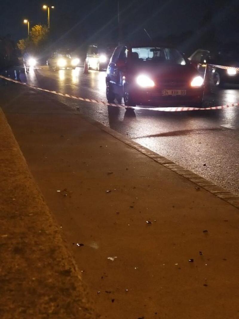 Sultangazi'de seyir halindeki otomobile ateş açıldı: 1 yaralı