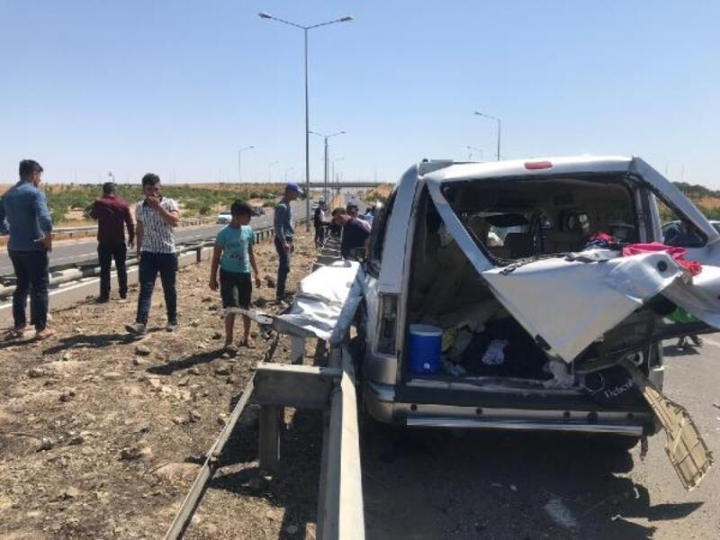 Şanlıurfa'da 3 aracın karıştığı zincirleme kaza: 15 yaralı