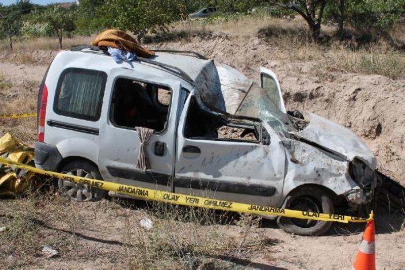 Memleketine giderken kazada ölen anne ve bebeği toprağa verildi