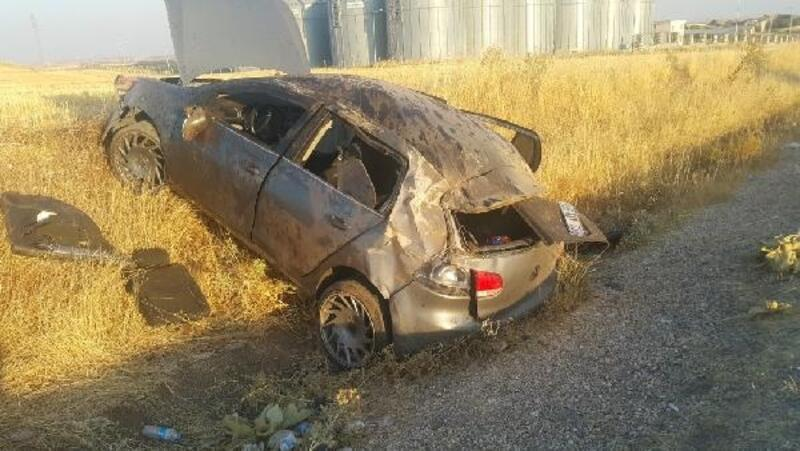 Adıyaman'da, şarampole devrilen otomobildeki 5 kişi yaralandı