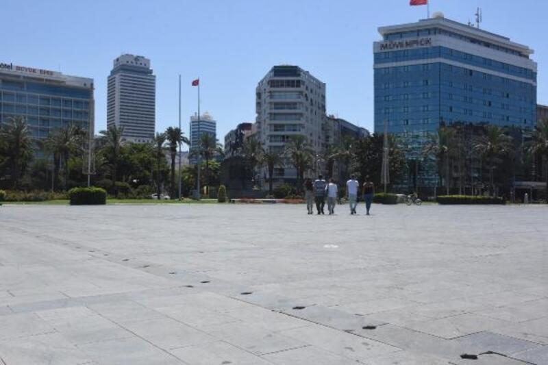 İzmir'de caddeler boşaldı, Kent Ormanı doldu