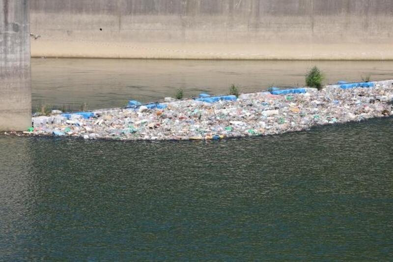 Çoruh Nehri'ne atılan kurban atıkları ve çöpler, kirlilik oluşturdu