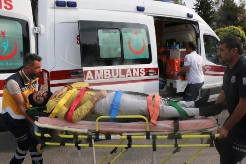 Hafif ticari araçla çarpışan motosikletteki 2 kişi yaralandı