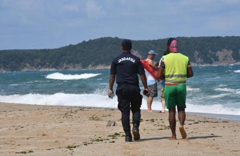 Kıyıköy'de denize giremeyenler Pabuç Deresi'nde serinledi