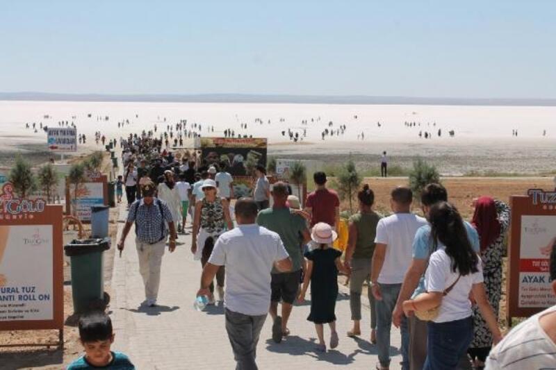 Tuz Gölü'nde bayram kalabalığı