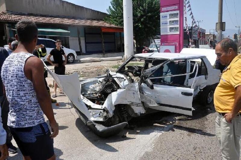 Yolcu otobüsünün çarptığı otomobilin sürücüsü yaralandı