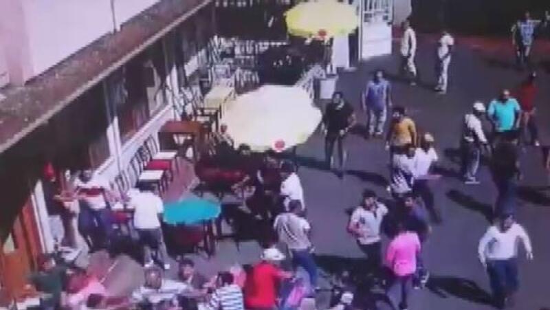 Büyükada'da faytoncular ile akülü araç sahipleri arasındaki kavga kamerada