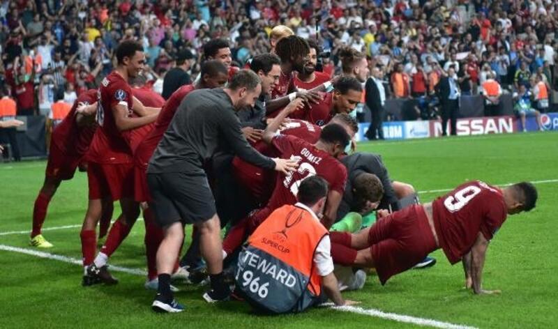Sahaya atladı, Liverpoollu futbolcular sakatlık riski yaşadı!