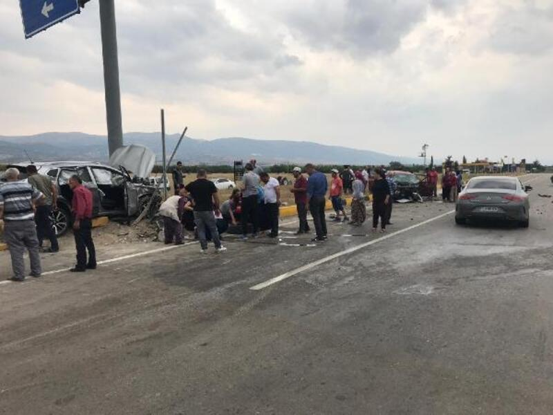 Otomobil ile cip çarpıştı: 3'ü çocuk 8 yaralı