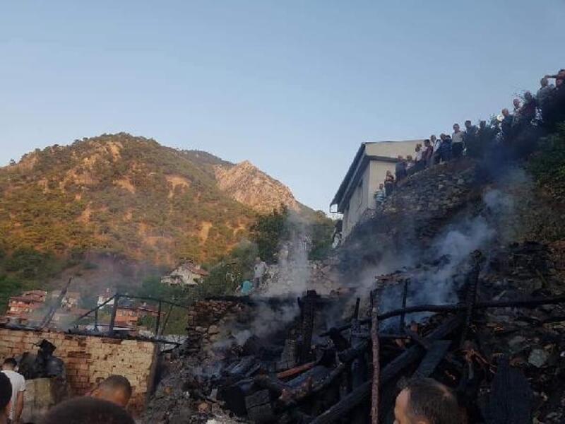 Çorum'da tek katlı evde çıkan yangında karı-koca öldü