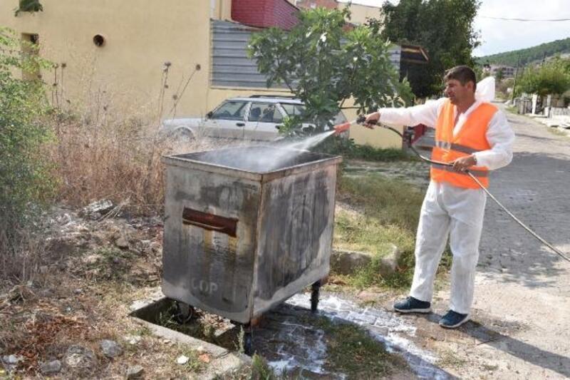 Çan'da çöp konteynerleri dezenfekte edilip, ilaçlandı
