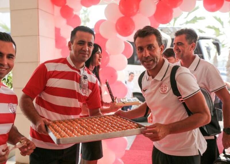 Antalyaspor'a baklavalı uğurlama