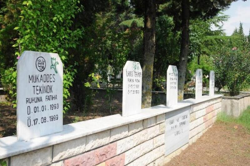 17 Ağustos depreminde hayatını kaybedenler mezarları başında anıldı