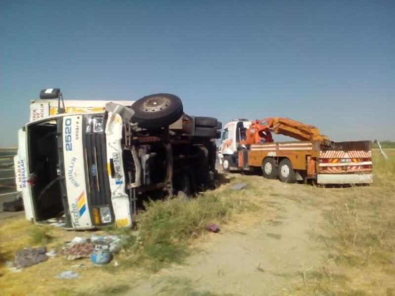 Nusaybin'de kamyon devrildi: 4 yaralı