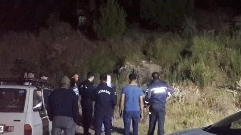 Kanyonda mahsur kalan 4 kişi kurtarıldı, 1 kişi aranıyor