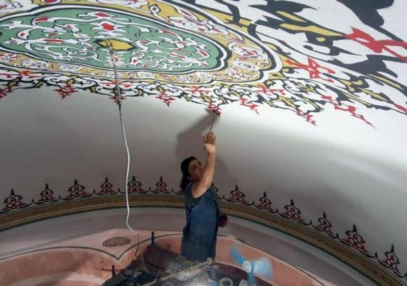 Tarihi Rüstem Paşa Camii'nin hatlarına, kadın eli değdi