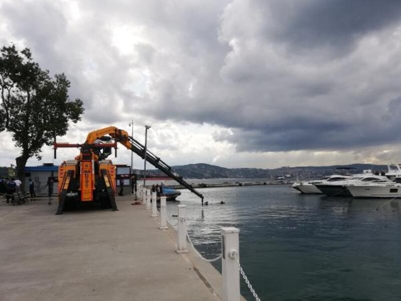 Sarıyer'de denize uçan minibüs çıkarıldı