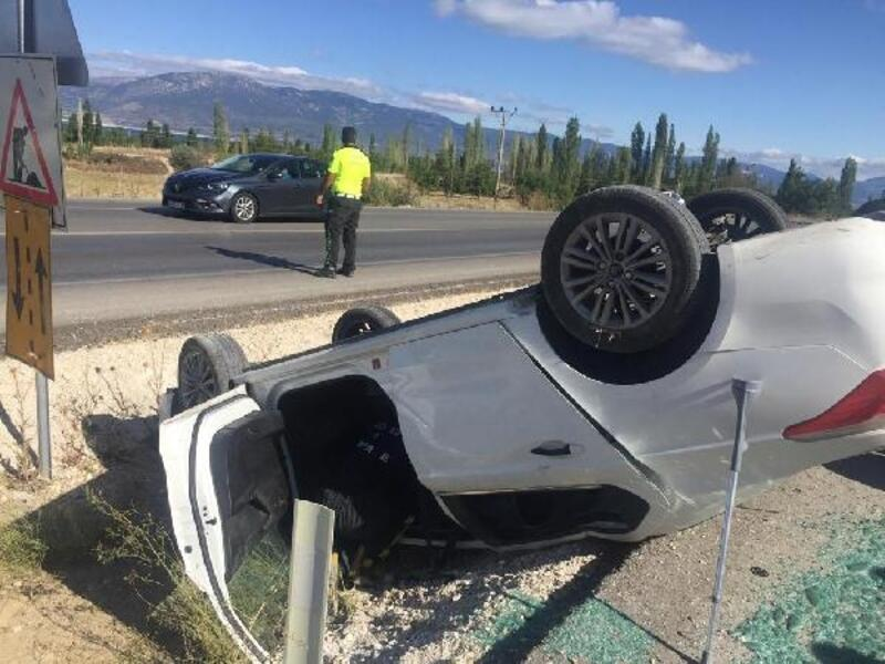 Burdur'da otomobil takla attı: 4 yaralı