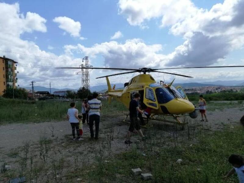 Mahallenin ortasına iniş yapan helikopter heyecan yarattı