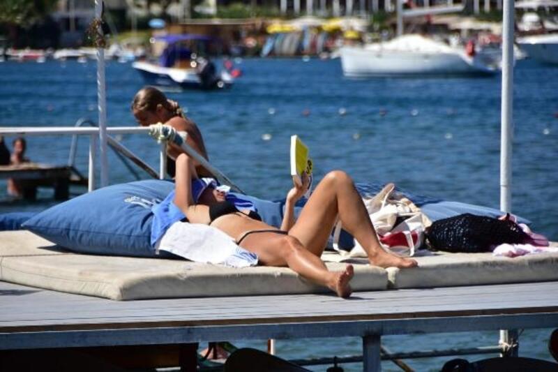 Bodrum plajları yabancı turistlere kaldı