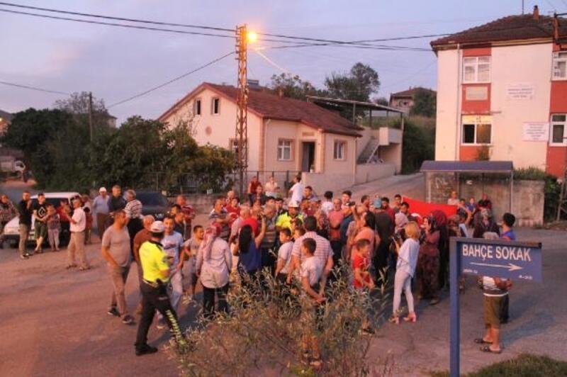 Mahalleli, TIR'ların geçişini engellemek için eylem yaptı